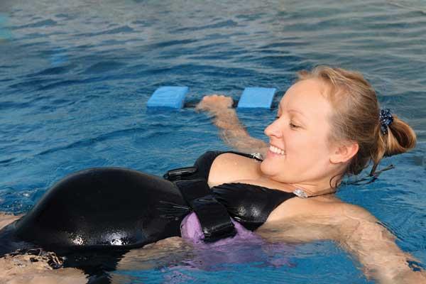 Беременной женщине снится бассейн